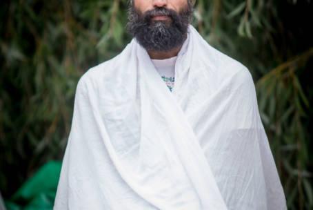 Techniken zur Harmonisierung des Energiekörpers mit Shiva Shankar, Indien